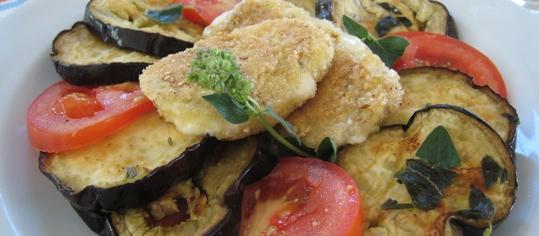 Knusprig gebackener Mozzarella auf Auberginen-Antipasto